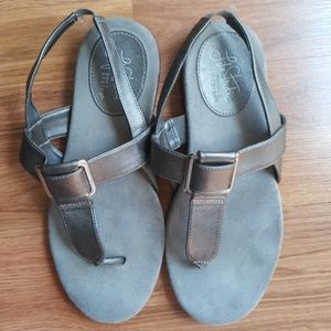 Life stride silver sandals